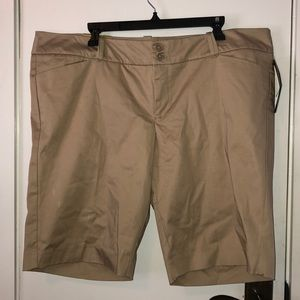 NWT Mossimo stretch tan shorts size 18